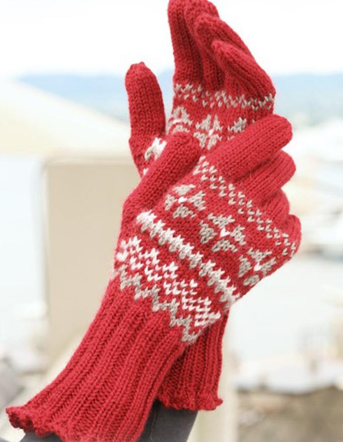 Красные перчатки с