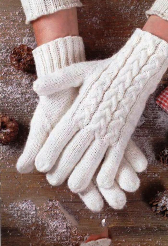 Вязание перчаток украшенных косами.